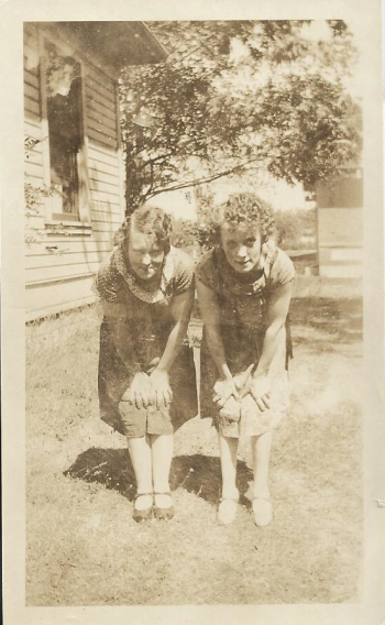 PIX_BUTTERFIELD_BERTHA AND HAZEL SIDE YARD