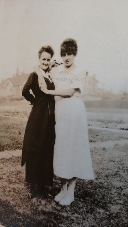 Smith_Orah Myrtle and dau Lalla Marie Butterfield_likely in Tacoma